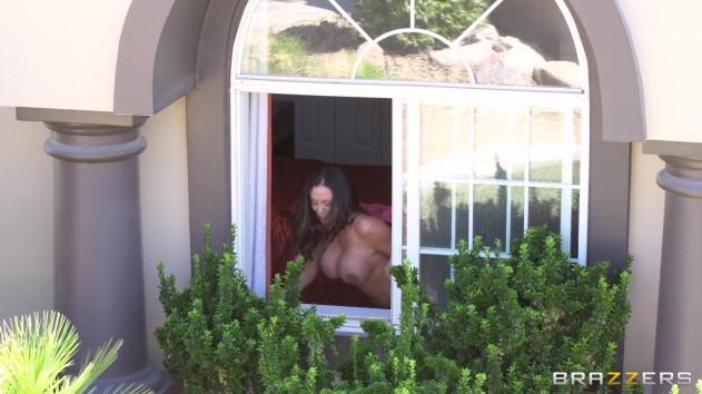 Charli Shiin, Ariella Ferrera   Brazzers Extra (A Neighborly Lay)